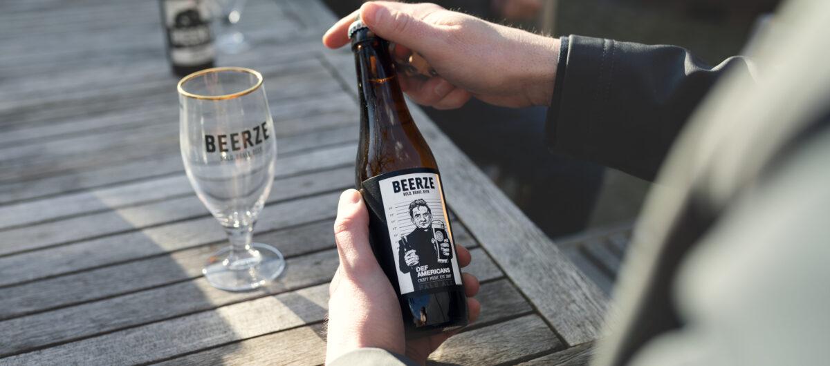 Beerze Def Americans Johnny Pale Ale fles Robert Mies 2400x1060