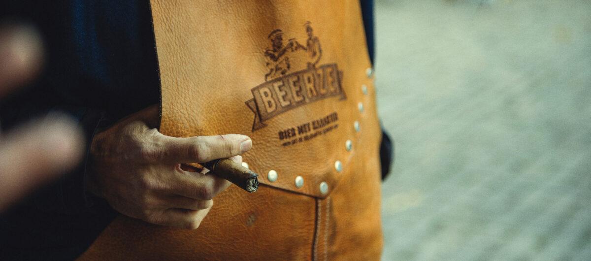 beerze-schort-butts-and-shoulders-2-2400x1060