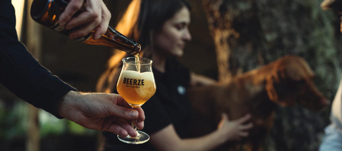 Beerze-Bold-Kelch-glas-Neline-Dautze-2400x1060
