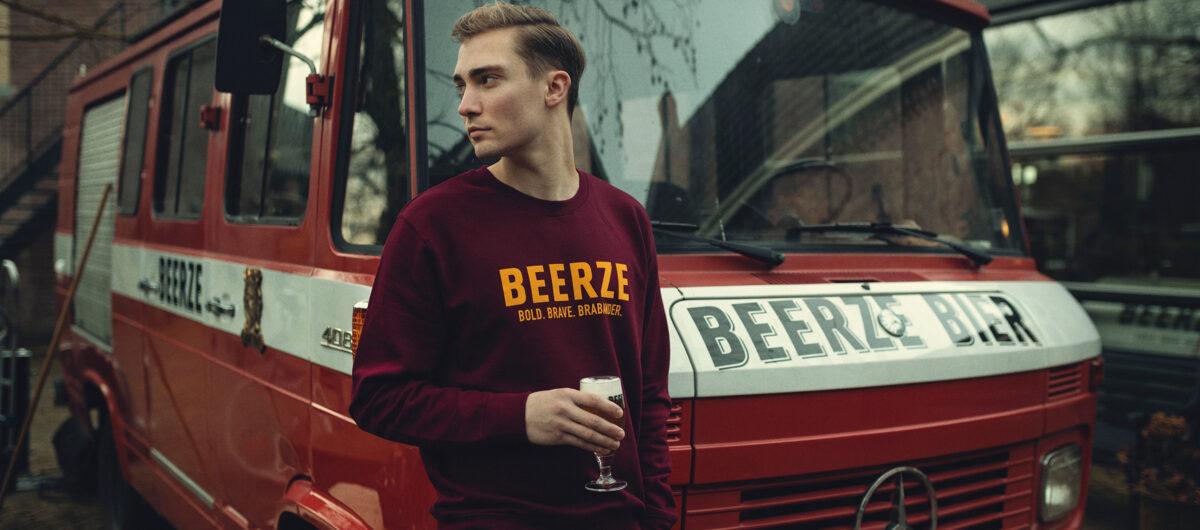 beerze-brandweerbus-sweater-bordeaux-brabander-1-2400x1060