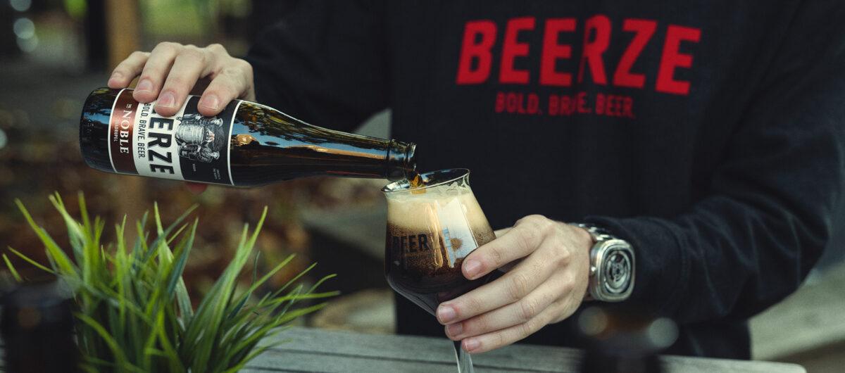 Beerze-Noble-kelch-glas-schenken-sweater-2400x1060
