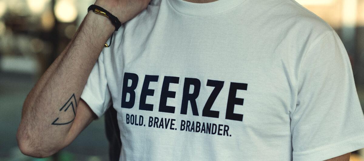 Beerze-shirt-wit-Brabander-blauw-close-up-2-Willem-Jan-2400x1060